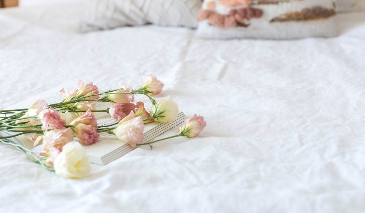 Beautiful Bedroom Decoration with Flowers